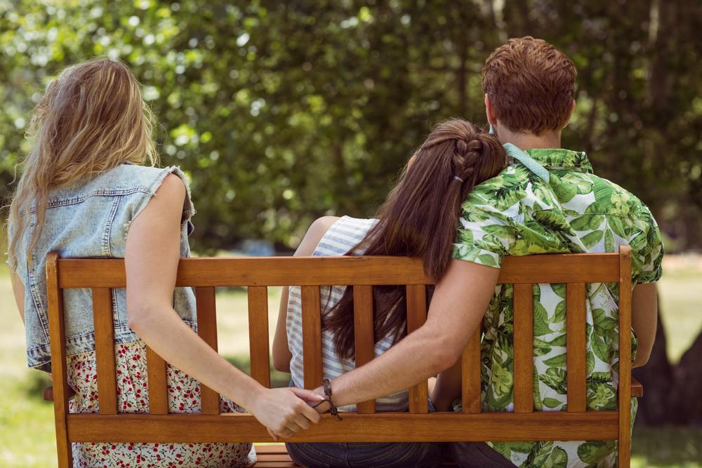 友情よりも愛情優先!友達の彼氏を奪う禁断の5ステップ