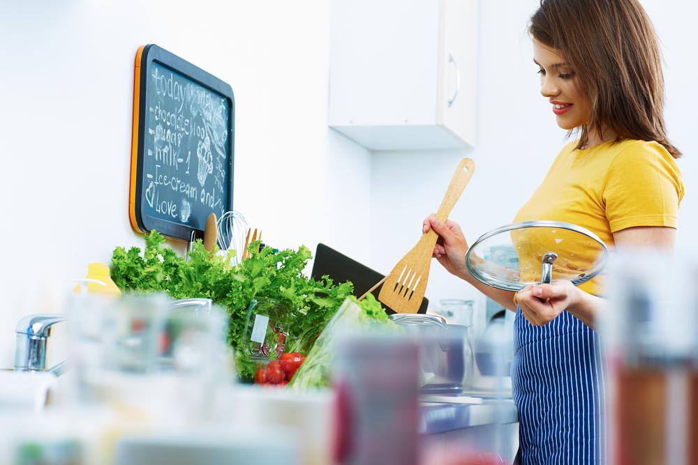 人気の手料理は何?!彼女に作ってほしい料理ベスト6